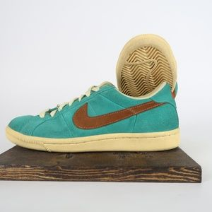 Nike Shoes - Air Classic Sb - Emerald Green/Desert Clay mens